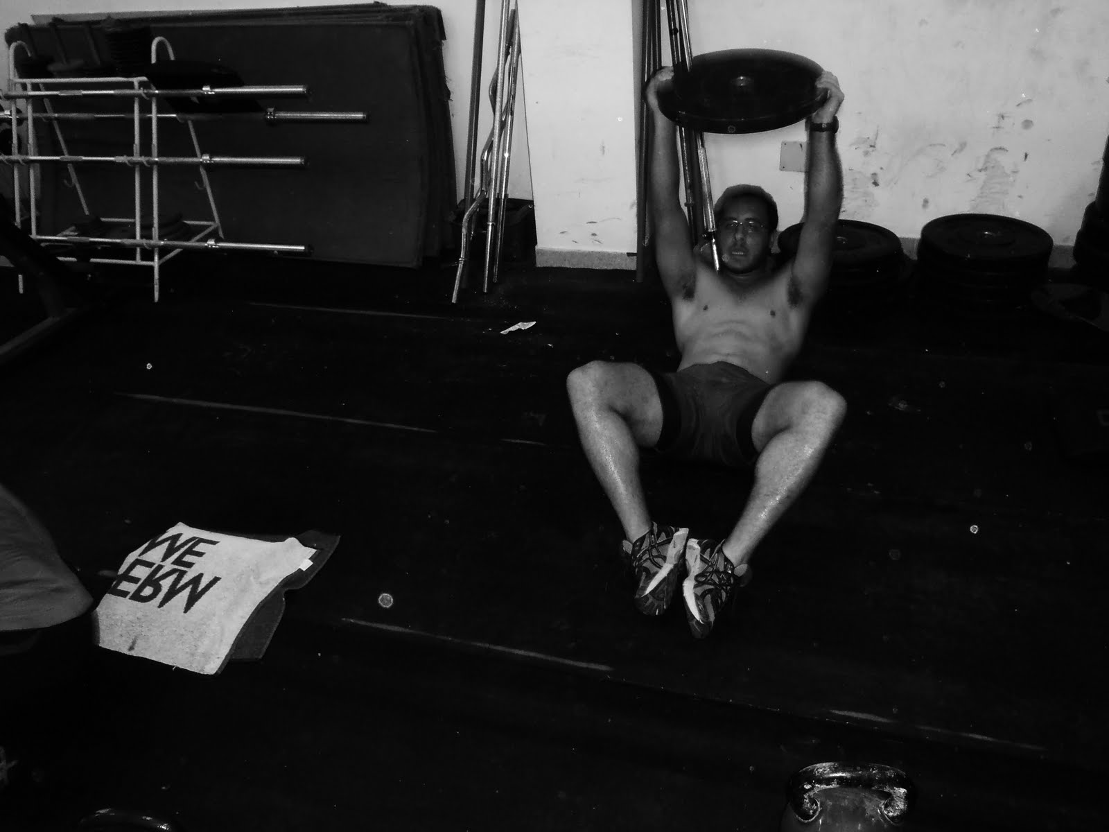 ejercicios-para-definir-tus-abdominales-con peso