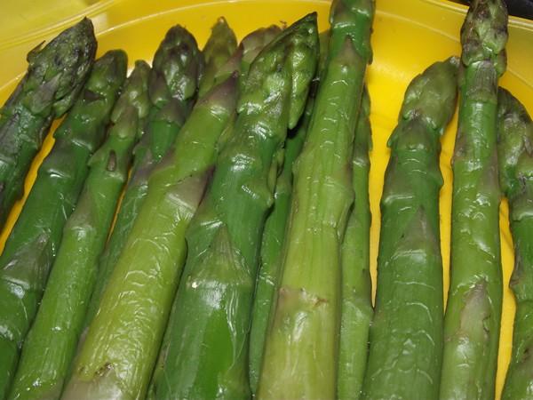 DSCF1670 recetas Espárragos Verdes con Salsa Roja de Ajo
