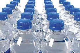 El agua embotellada buena salud - Agua del grifo o embotellada ...