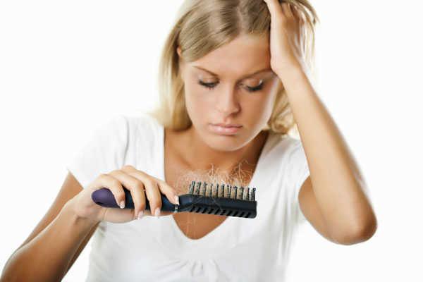El aceite de espino cerval de mar en los cabellos