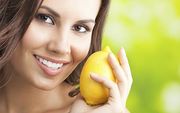 Como tratar quemaduras de sol usando limon
