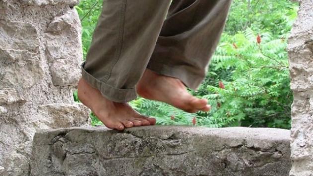 Caminar descalzo, un excelente ejercicio para los pies  2.jpg