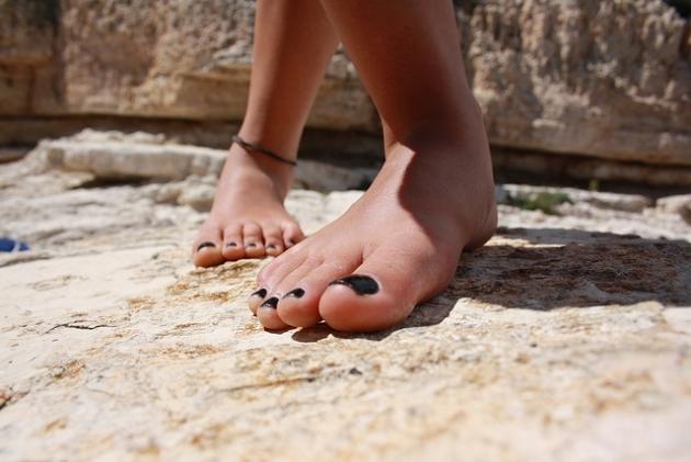 Caminar descalzo, un excelente ejercicio para los pies  4.jpg
