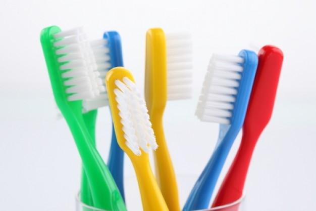 Consejos-para-conservar-tu-cepillo-de-dientes-de-forma-natural-1.jpg