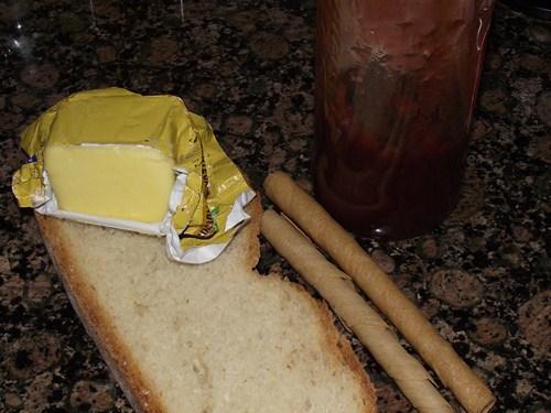 DSCF6018 AB Tostada de mantequilla y mermelada