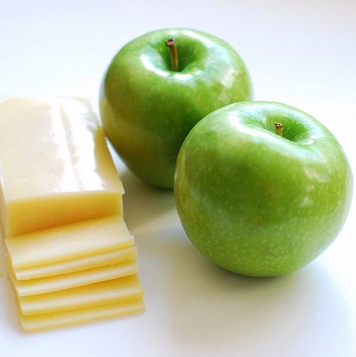 Snacks saludables para diabéticos_manzana y queso.jpg